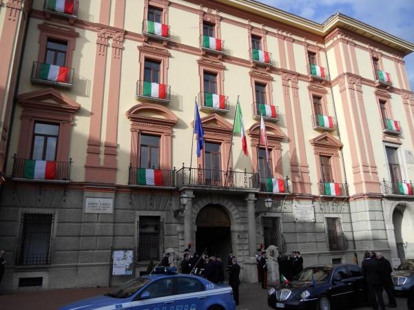 palazzo-provincia-con-il-tricolore
