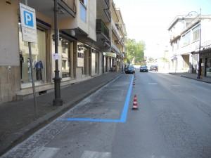 strisce-blu-in-via-roma
