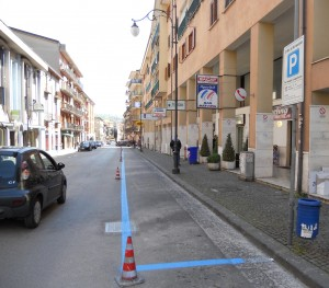 strisce-blu-in-via-roma2
