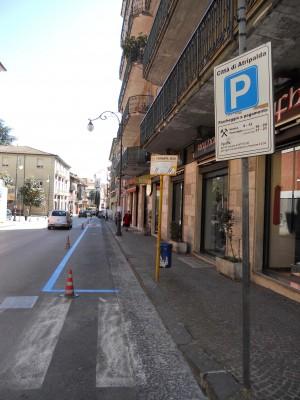 strisce-blu-in-via-roma3