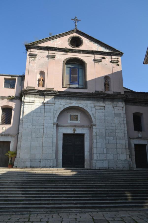 Niente più sosta in piazza Tempio Maggiore per valorizzare la chiesa madre di Sant'Ippolisto Martire - Atripalda News
