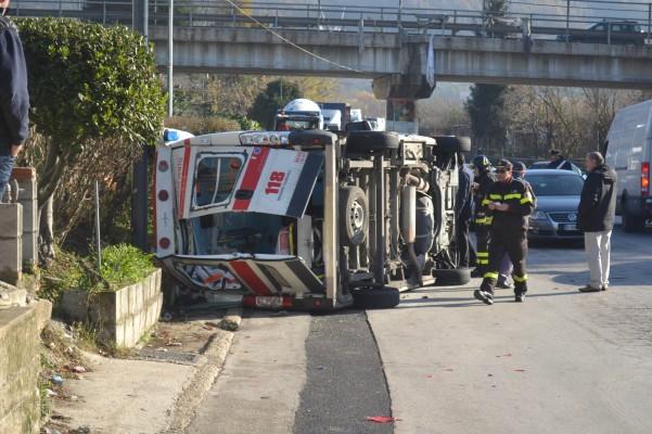 incidente-ambulanza-vigili-carabinieri-3