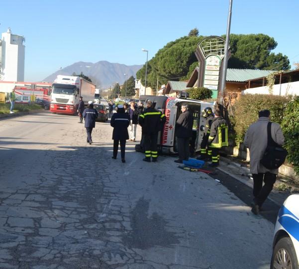 incidente-ambulanza-vigili-carabinieri-7