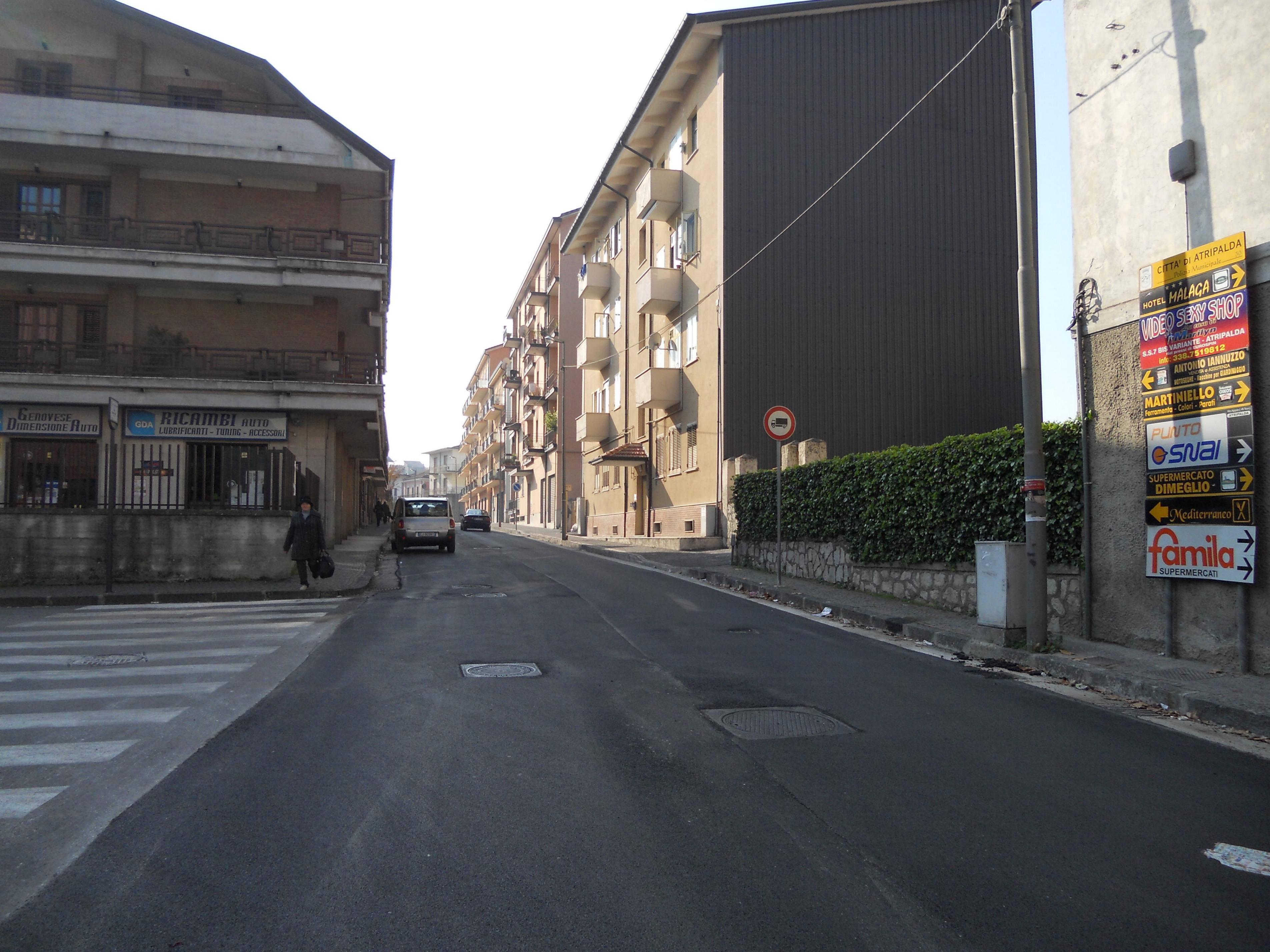 Riqualificazione via Cesinali, nuovo manto d'asfalto e