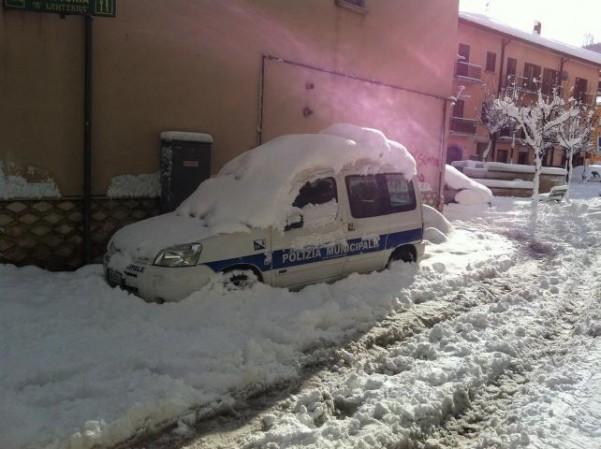 auto-vigili-bloccata-dalla-neve