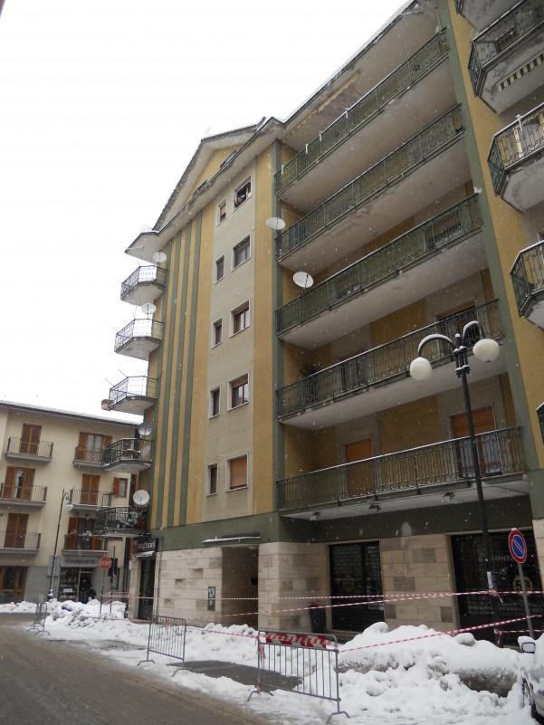 emergenza-neve-palazzo-transennato