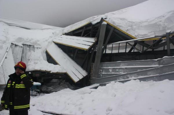 nevicata-crolla-capannone-industriale