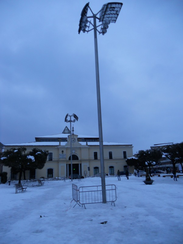 nevicata-lampioni-in-piazza Umberto i