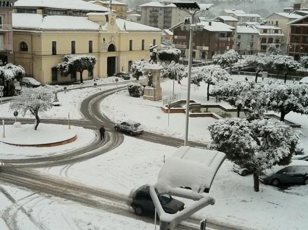 nevicata-lunedi-mattina-6-febbraio-piazza-umberto