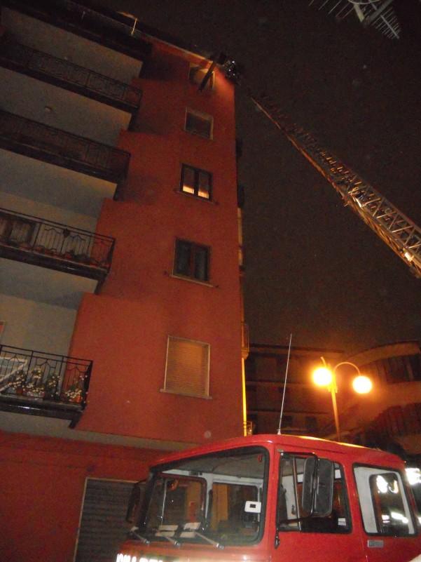 nevicata-vigili-del-fuoco-per-grondaie3