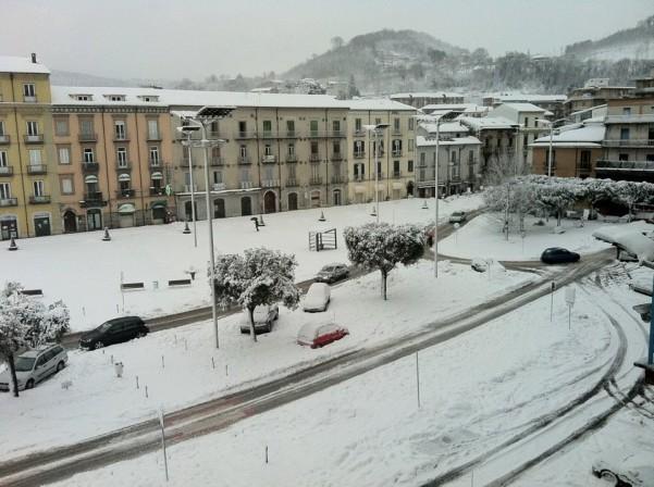 nevicata2-lunedi-mattina-6-febbraio-piazza-umberto