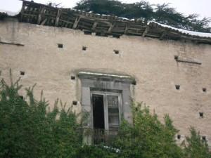 palazzo-caracciolo-la-neve-piega-il-tetto