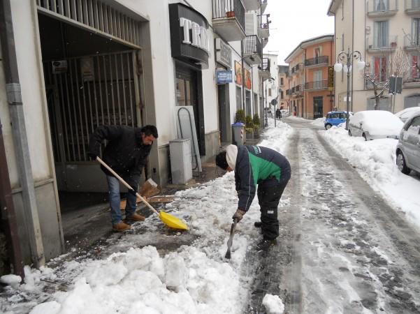 si-spala-la-neve-piazza-garibaldi