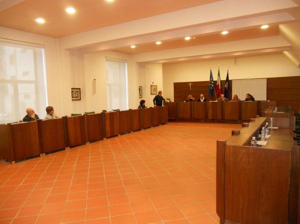 surroghe-salta-il-consiglio-comunale