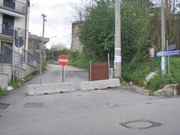 strada chiusa palazzo caracciolo