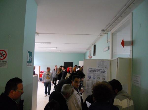 scrutinio-folla-ai-seggi2