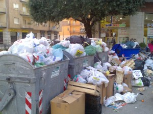 emergenza-rifiuti3-via-roma