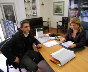 il-delegato-mimmo-landi-con-il-segretario-comunale-clara-curto