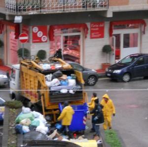emergenza-rifiuti-raccolta-da-unazienda-privata3
