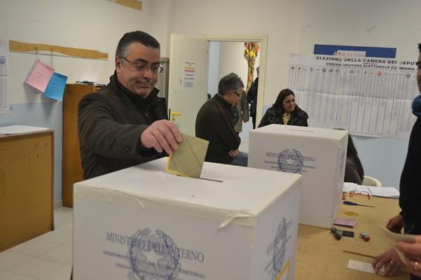 seggi-politiche-2013-via-cesinali-3