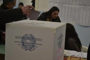 seggi-politiche-2013-via-cesinali-4