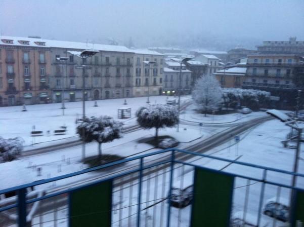 neve-in-piazza-umberto-i-marzo-2013