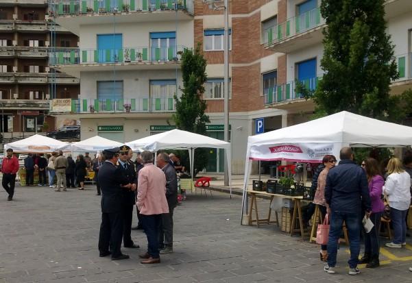 mercatino-in-piazza2