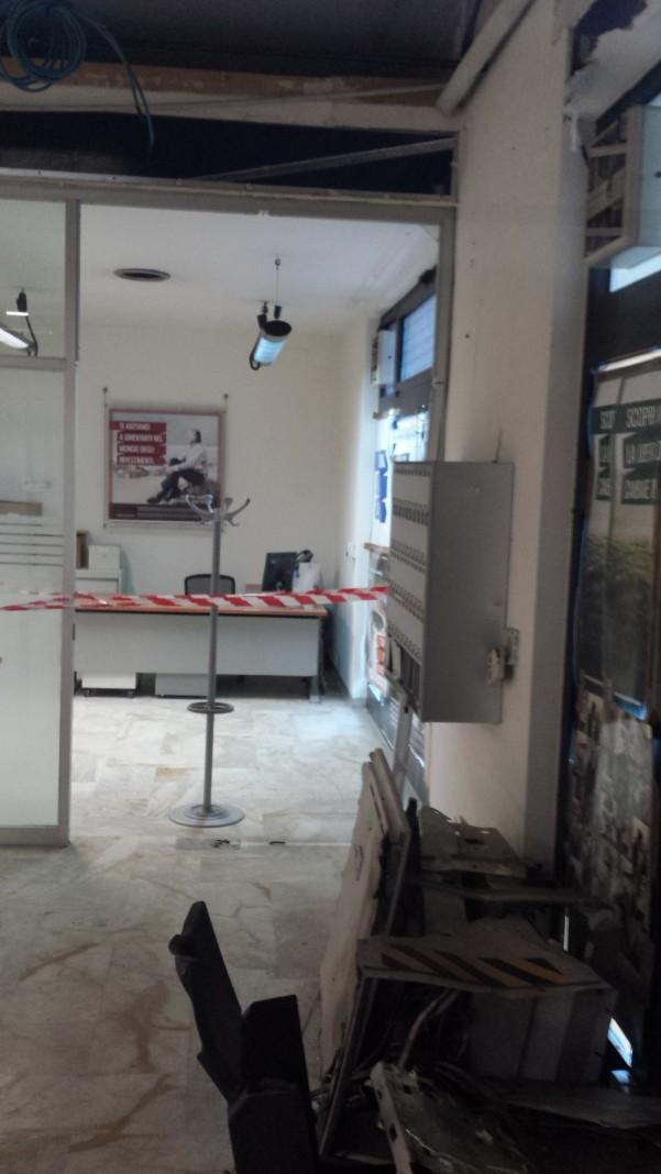 furto-banco-napoli4-interno-bancomat-distrutto
