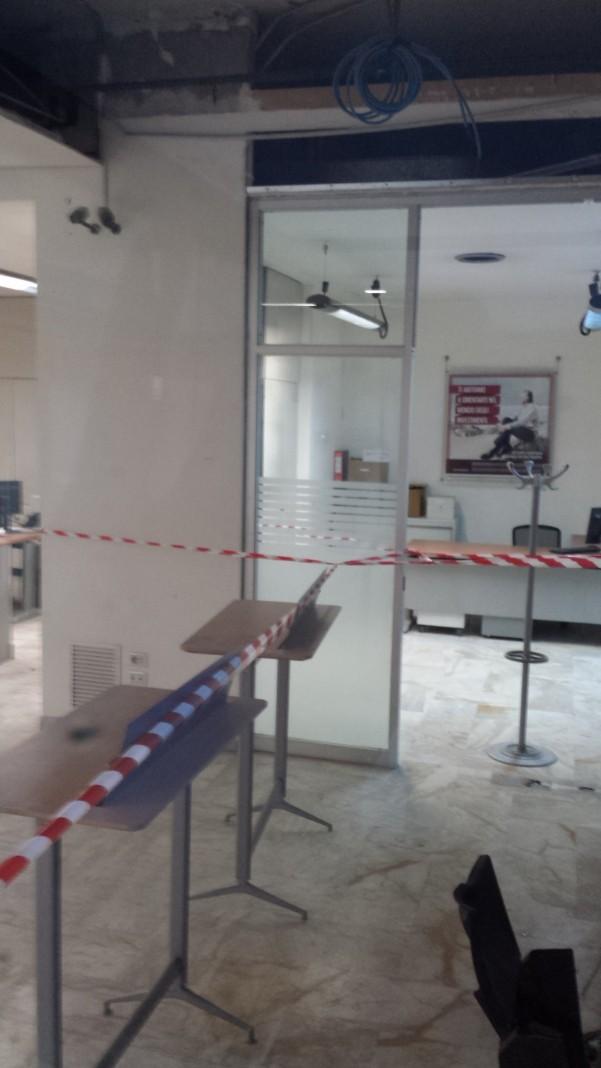 furto-banco-napoli5-interni-distrutti