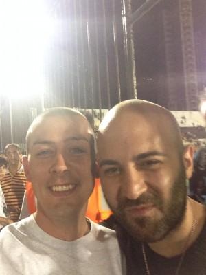tifoso-atripaldese-in-brasile-con-il-cantante-dei-negramaro