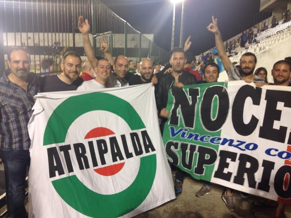 tifoso-atripaldese-in-brasile3-con-i-negramaro