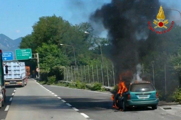 incendio-autovettura-atripalda-1
