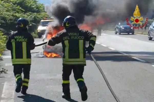 incendio-autovettura-atripalda-4