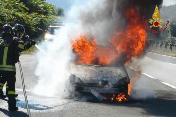 incendio-autovettura-atripalda-9