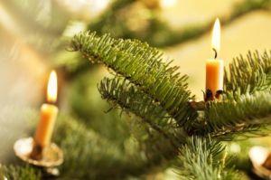 Albero di Natale con candele