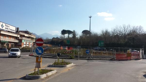 Rotatoria via Appia con raccordo autostradale