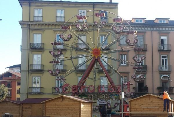 ruota-panoramica-e-mercatino-in-piazza-umberto2