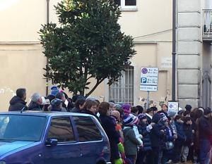 Funerale Elio Parziale bambini in via Roma