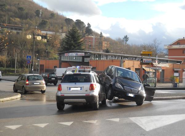 Incidente piazza Alpini Orta 2