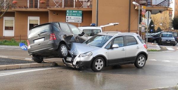Incidente piazza Alpini Orta foto1