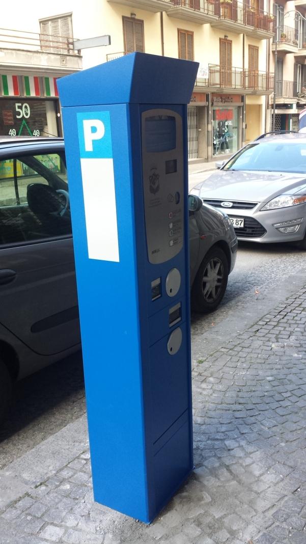 Parcometri, in via Roma