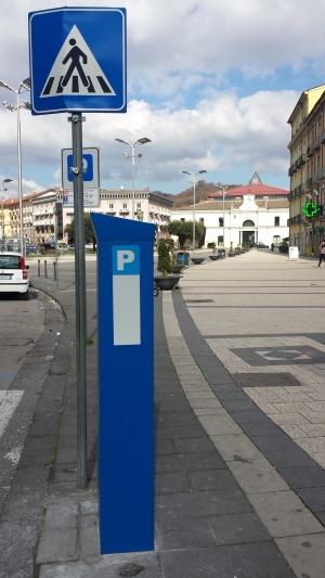 Parcometri, in piazza Umberto 3