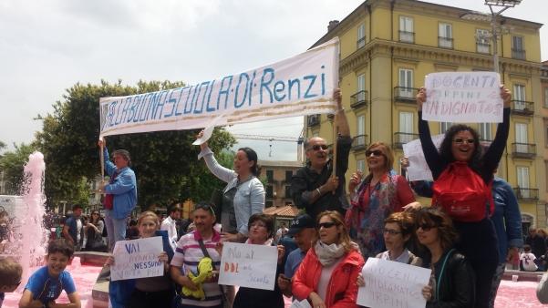 Giro ad Atripalda la protesta dei docenti