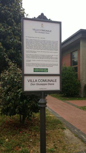 Targa intitolazione villa a Don Peppe