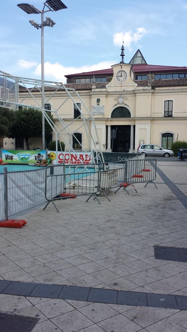 Pavimentazioen sporca in piazza Umberto