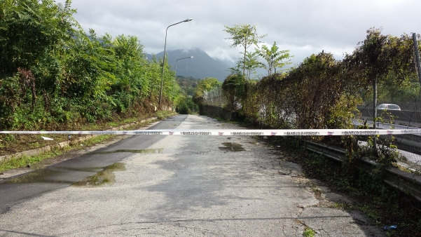 Maltempo ottobre 2015, strada chiusa a via Cesinali