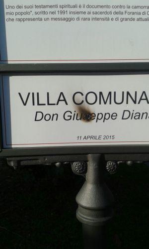 Atto vandalico targa don Peppe Diana1