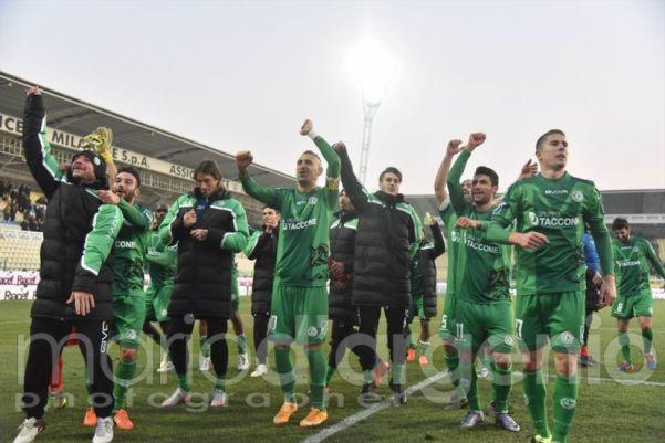 Modena -Avellino, giocatori festeggiano il pari
