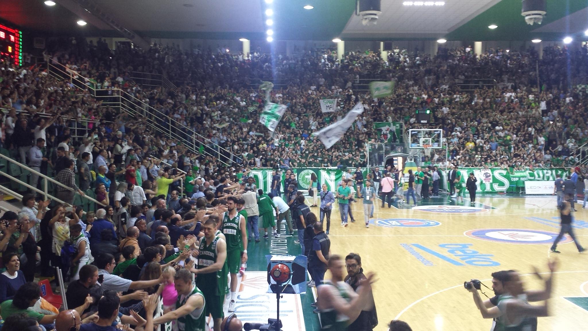 Basket, semifinali playoff: Reggio Emilia concede il bis, Avellino ancora sconfitta