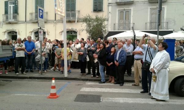 Alzata pannetto Madonna del Carmine 2016 3